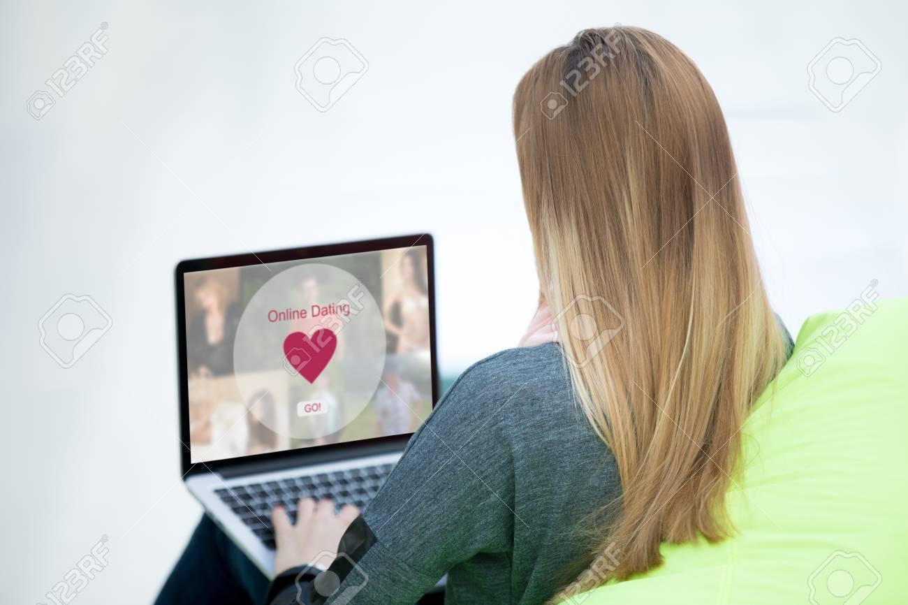 Femme célibataire à la recherche de l'amour