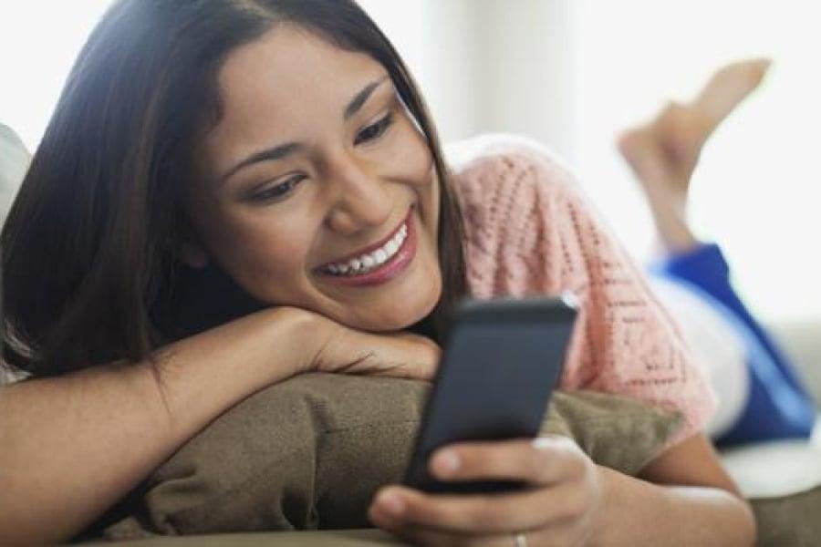 Comment flirter avec une fille par SMS: 11 étapes