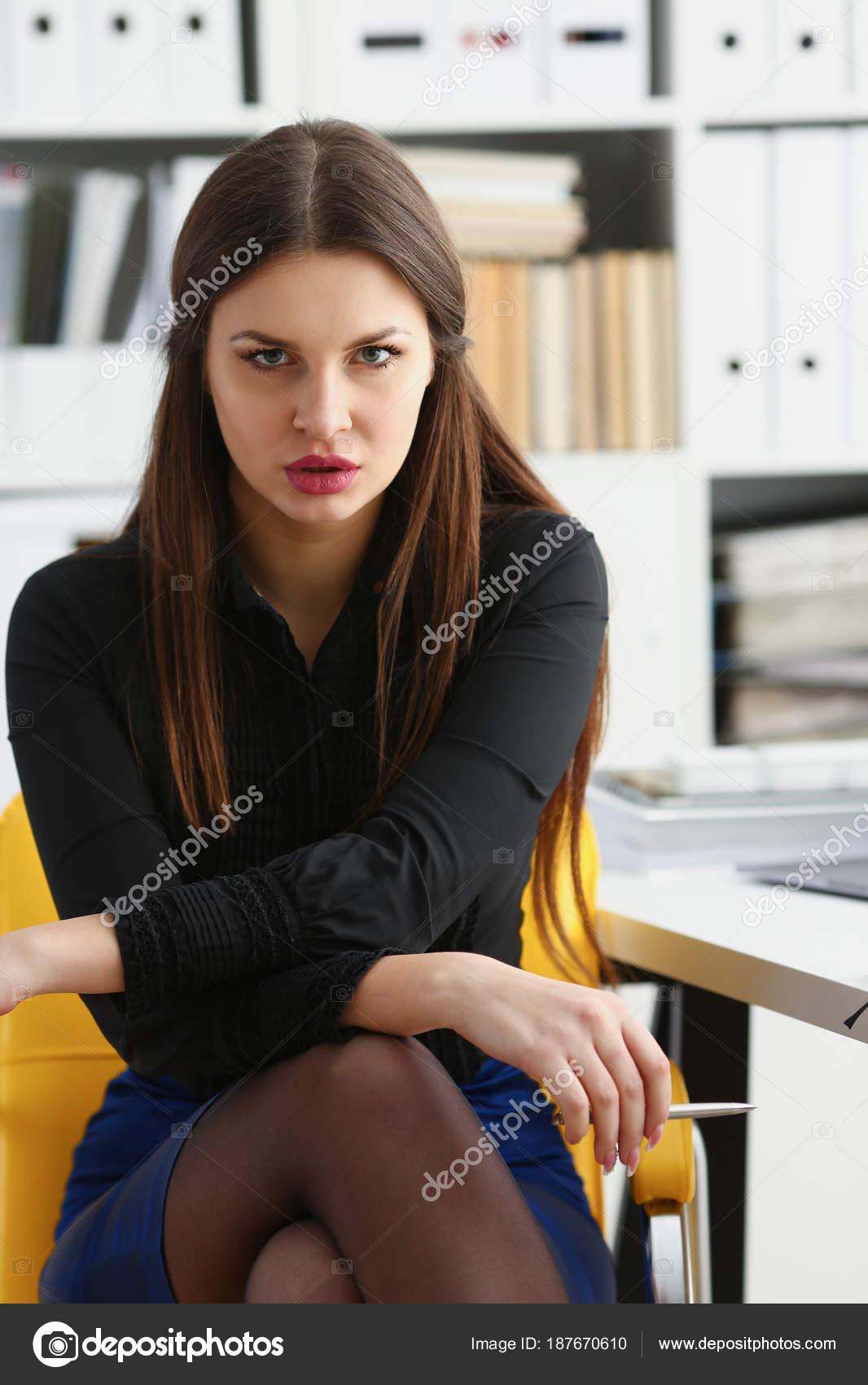 jeune femme cherche travail