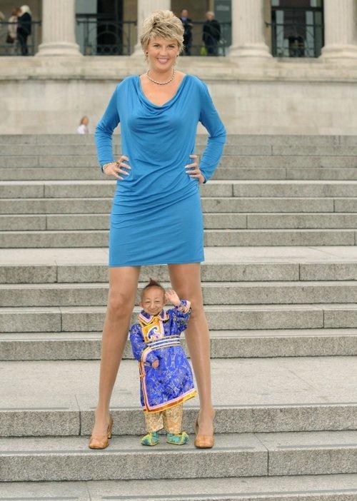 la plus grande fille du monde rencontre le plus petit homme tomb raider rencontre au sommet