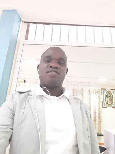 Homme africain cherche une belle femme blanche en vue d'une relation sérieuse pouvant aboutir Tchad